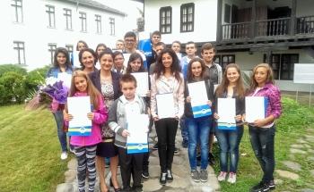 Връчване на сертификатите на Кеймбридж в Училища ЕВРОПА - Троян